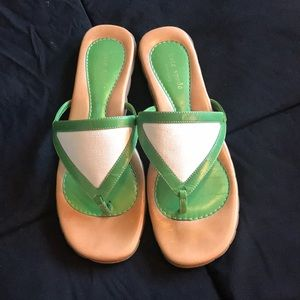 Kate Spade Green/White triangle sandals sz 8